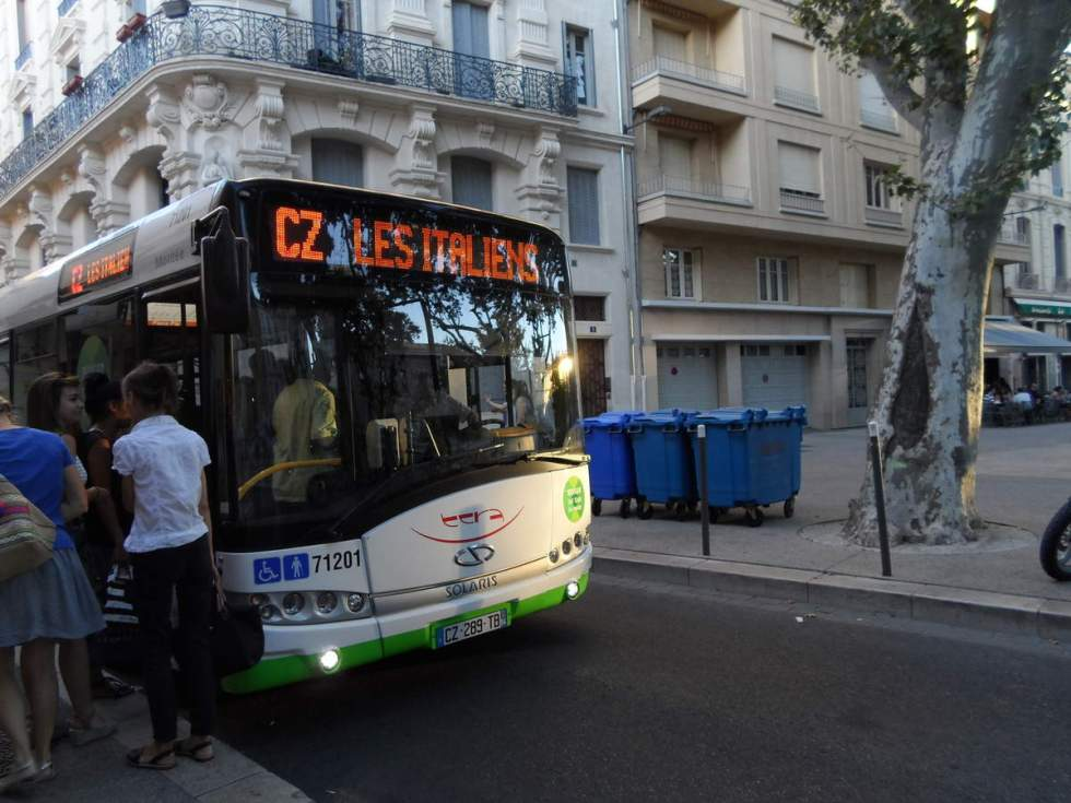 bus parking italien avignon