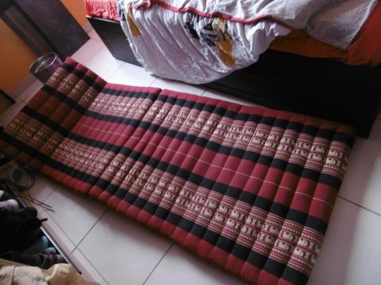 position couché coussin thaï